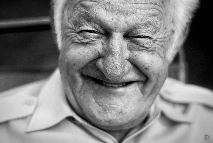 Pensionist, Senior, alter Mann, Falten, Lachen, Lächeln