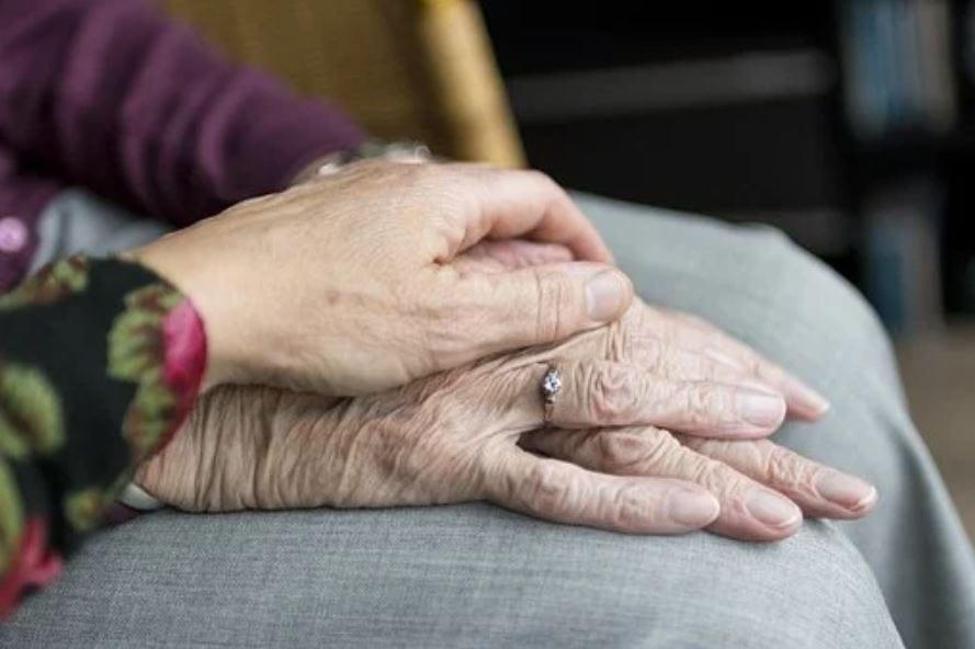 Private Seniorenbetreuung & Pflege für zu Hause online finden