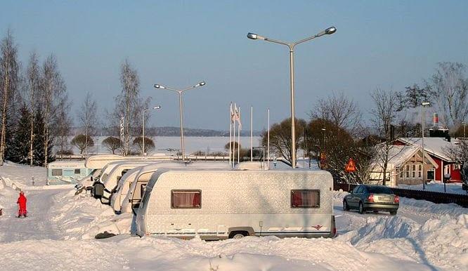 Im Winter campen mit dem Wohnwagen & Wohnmobil – Was Sie beachten sollten