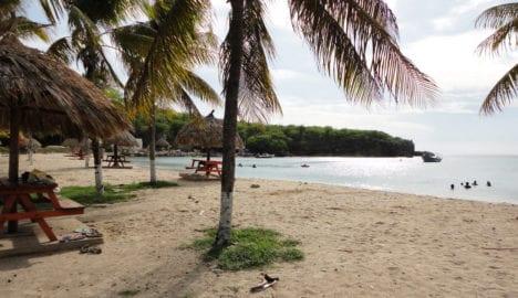 Entspannen unter Palmen am Strand in Curacao (Bild: Curacao-Reise.com)